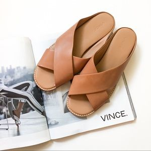 vince. Fairley Cross Strap Sandal in Tan Leather